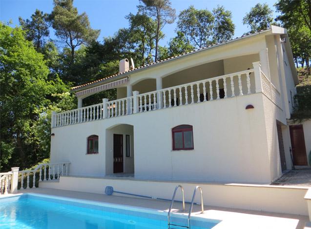 Volledig relaxen in deze 8 persoons villa met mooi uitzicht op het dal. Zwemmen, BBQ, fietsen of lekker niksen. Rust, natuur en geen massatoerisme.... beleef centraal Portugal!